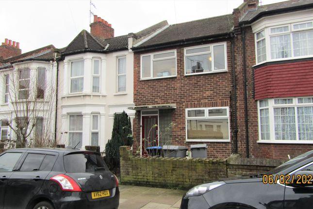 2 bed maisonette to rent in Redfern Road, Harlesden NW10