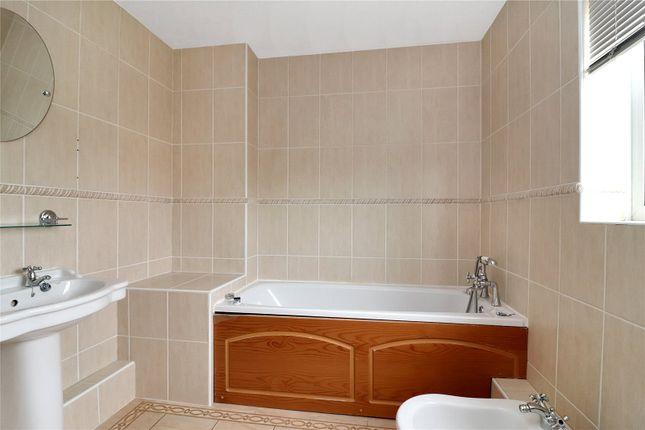 En Suite of Royce Grove, Leavesden, Watford WD25