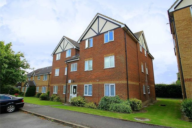 Thumbnail 1 bed flat for sale in Bridgewater Court, Common Road, Langley, Berkshire