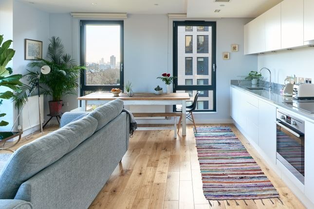 Thumbnail Flat to rent in Palmers Road, London
