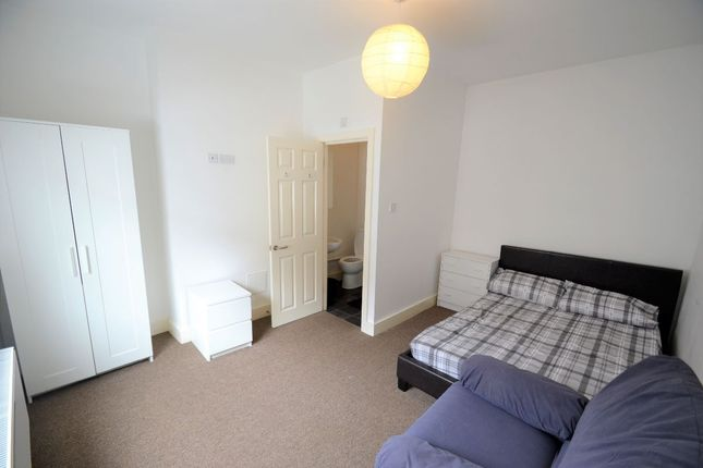 Thumbnail Shared accommodation to rent in Vine Street, Widnes