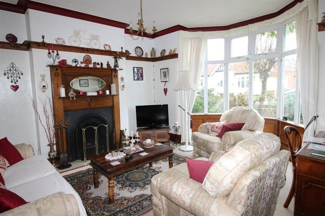 Lounge of Signhills Avenue, Cleethorpes DN35