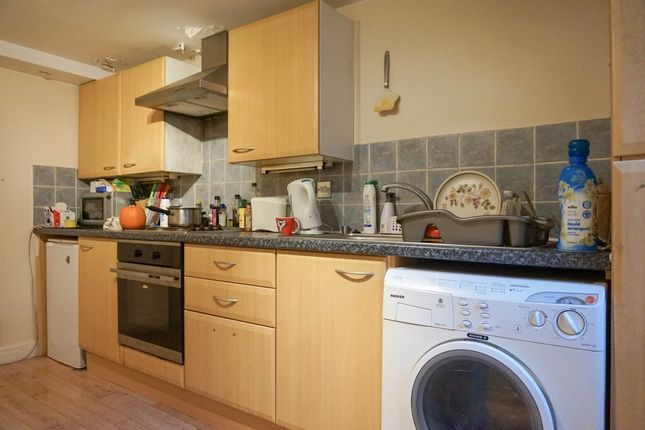 Thumbnail Flat to rent in Town Street, Leeds