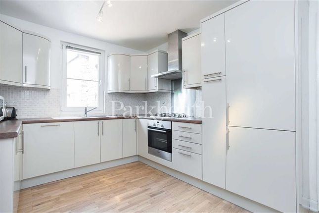 3 bed flat to rent in Compayne Gardens, South Hampstead, London