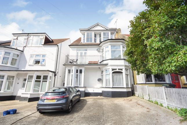 Top Floor Flat of Westcliff-On-Sea, Essex SS0