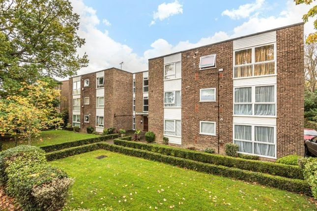 2 bed flat to rent in Randolph Court, The Avenue, Hatch End, Middlesex HA5
