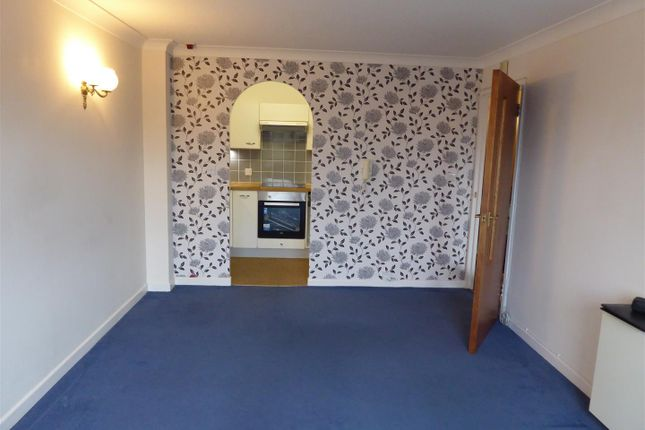 Thumbnail Flat to rent in Wellington Crescent, Ramsgate