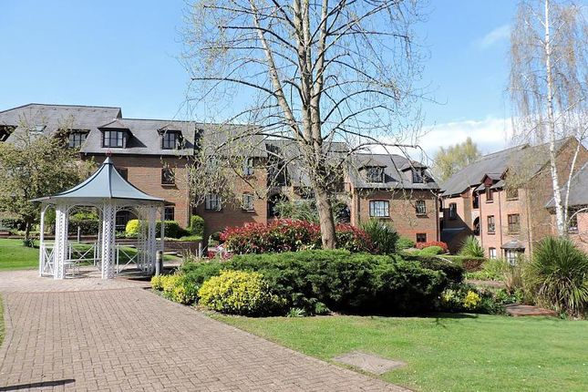 Thumbnail Flat for sale in Kingsmead Road, High Wycombe