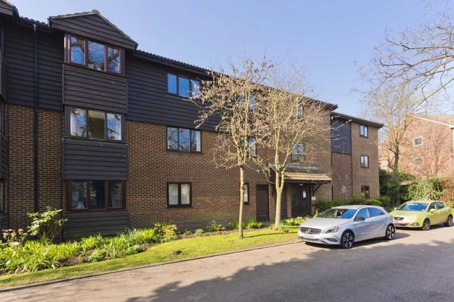 Thumbnail Flat to rent in Collingwood Place, Walton-On-Thames