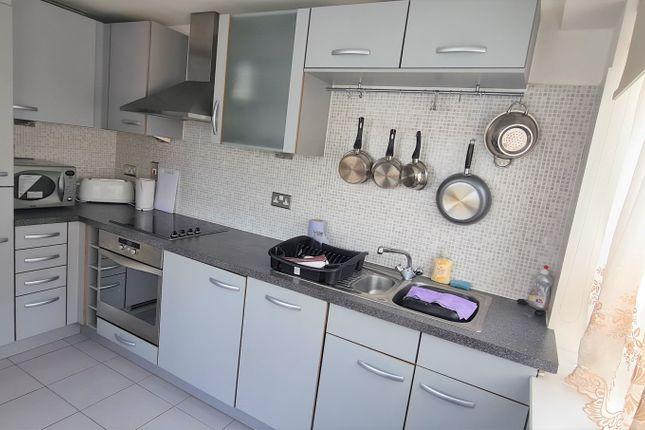 Thumbnail Flat to rent in Heathcroft, Ealing
