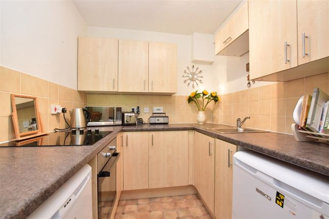 Thumbnail Flat to rent in Croydon Road, Caterham