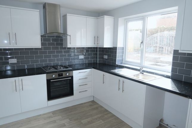 Thumbnail Semi-detached house to rent in Harrop Avenue, Morley, Leeds