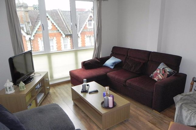 Flat to rent in Martyr Road, Guildford