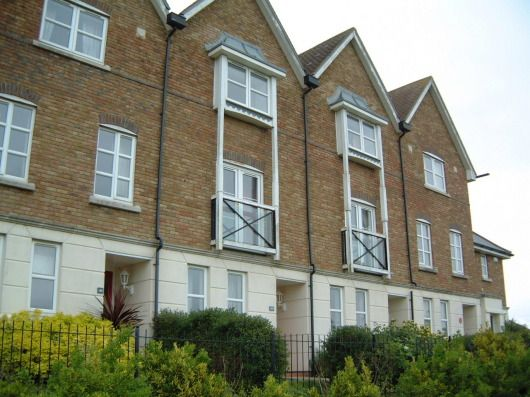 Town house to rent in Mill Court, Ashford, Kent