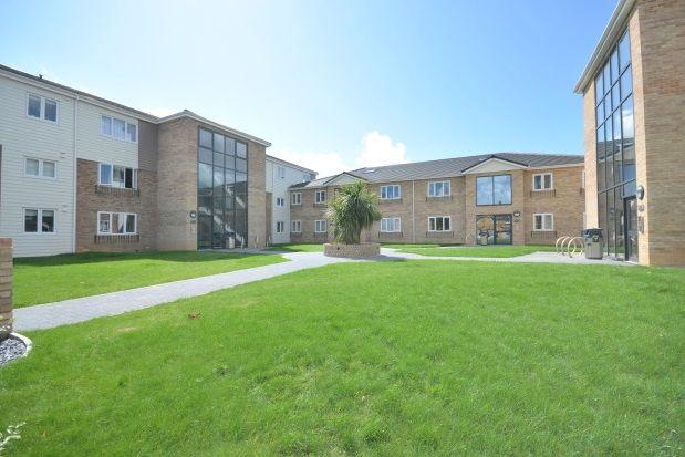 Thumbnail Flat to rent in Queens Court, Chichester Close, Rainham