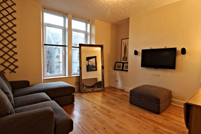 2 bed flat to rent in Union Grove, Aberdeen AB10