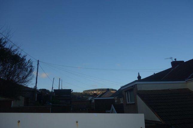 Garden Views of The Avenue, Pontygwaith CF43