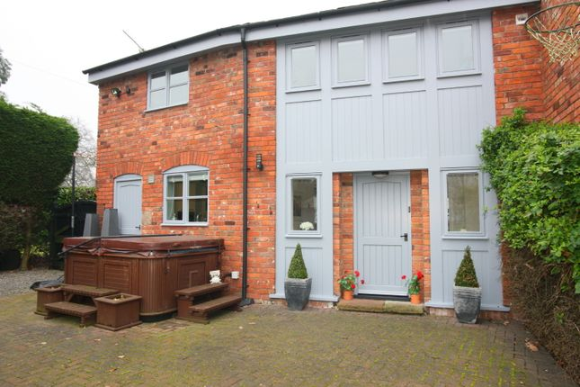 Thumbnail Flat to rent in Higher Lane, Lymm, Cheshire