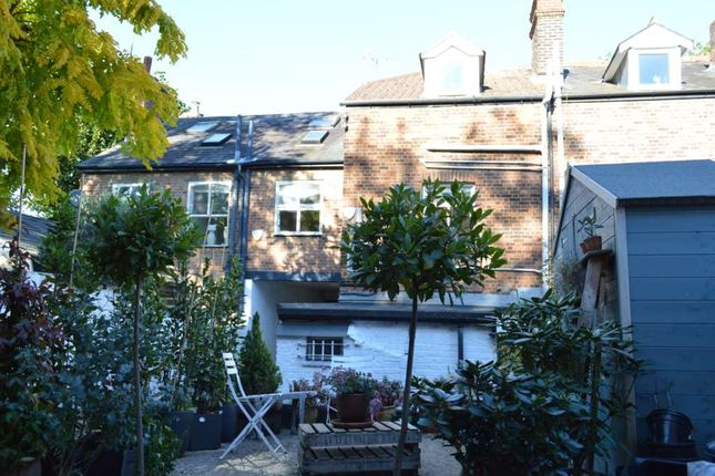 Thumbnail Flat to rent in Sevens Close, High Street, Berkhamsted