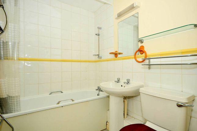 Flat to rent in Thomas Cribb Mews, Beckton