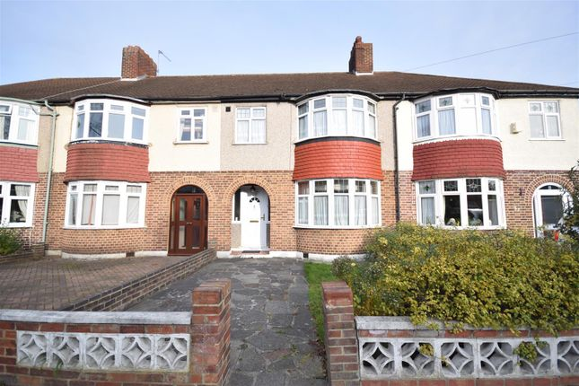 Queen mary avenue morden sm4 3 bedroom property for sale for Morden houses for sale