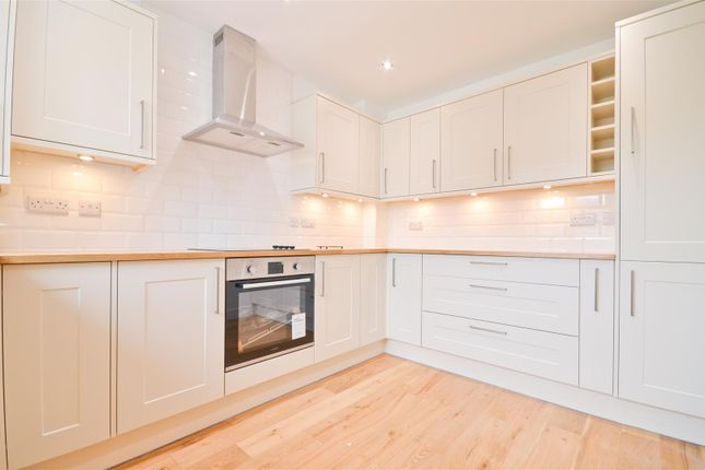 3 bed end terrace house for sale in Alvington Manor View, Newport PO30