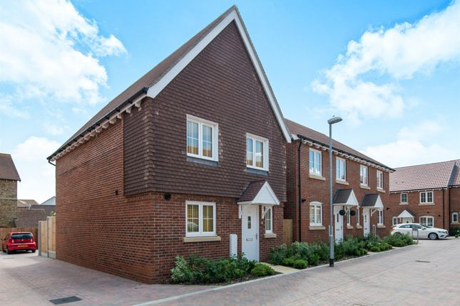 Thumbnail Detached house for sale in Leigh Road, Sittingbourne