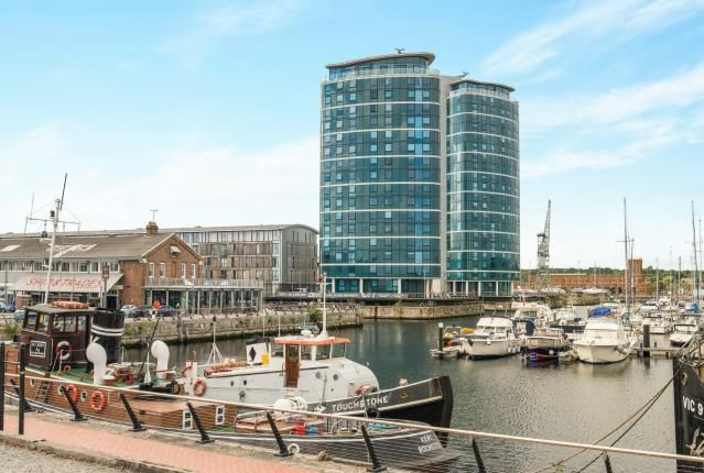Thumbnail Flat for sale in Marina Point East, Chatham Quays, Chatham, Kent