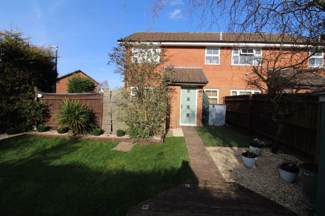 1 bed property for sale in Parsons Walk, Holmer Green, High Wycombe HP15
