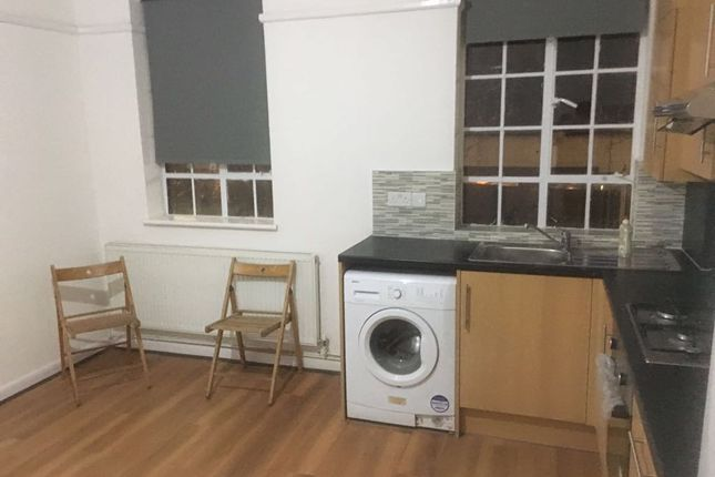 Thumbnail Flat to rent in Binfield Road, Stock Well, London