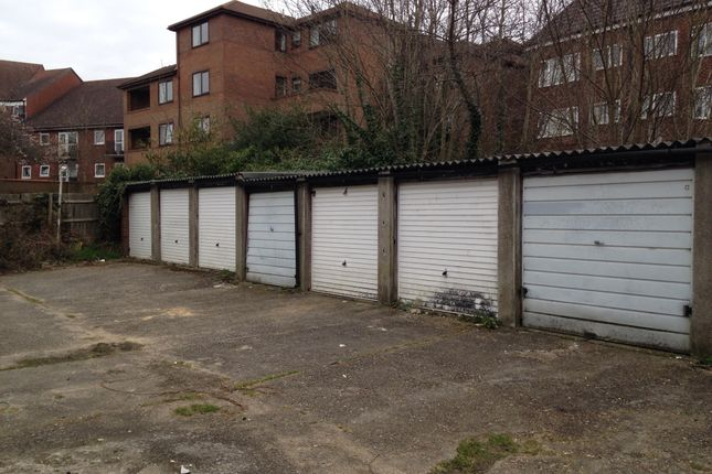 Parking/garage to let in Gainsborough Road, London