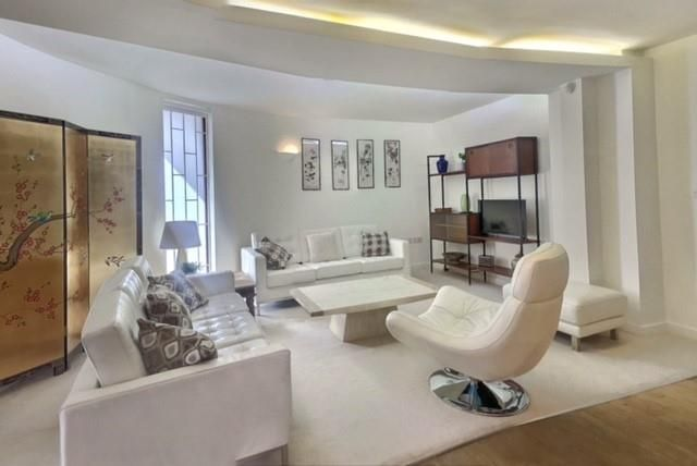 Thumbnail Terraced house to rent in Newbury Mews, London