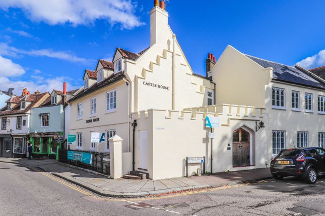 2 bed flat to rent in Castle Street, Hertford SG14