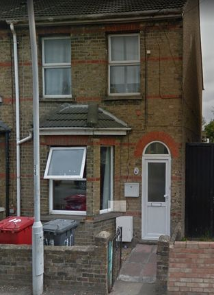 Thumbnail Terraced house to rent in Ledgers Road, Slough