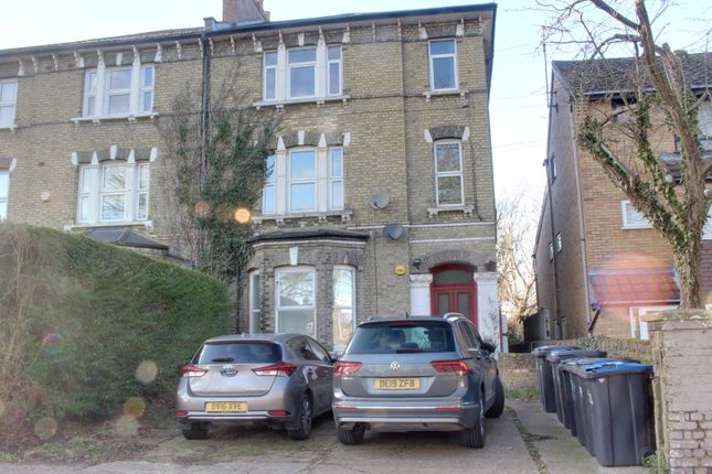 Flat for sale in Woodside Green, London