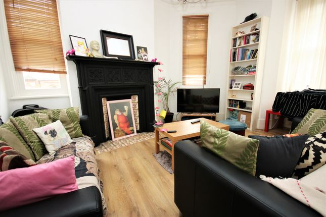 Thumbnail Flat for sale in Holmbury View, Clapton