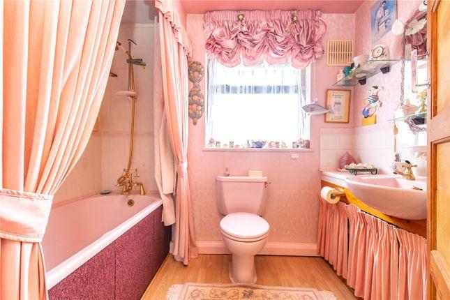 Picture No. 05 of Homestead Way, New Addington, Croydon, Surrey CR0