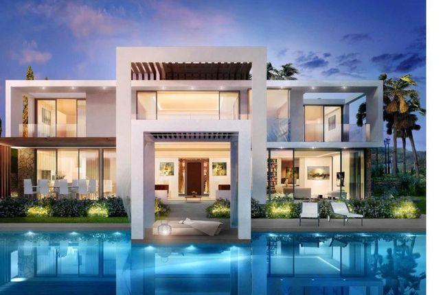 5 bed villa for sale in Santa Clara Golf, Los Monteros, Marbella