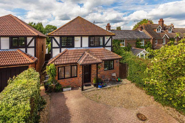 Thumbnail Detached house for sale in Lingfield Road, Edenbridge