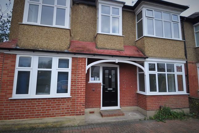 4 bed property to rent in Fernhill Gardens, Kingston Upon Thames KT2