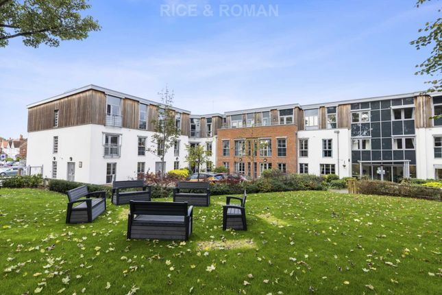 1 bed flat for sale in Liberty House, Raynes Park SW20
