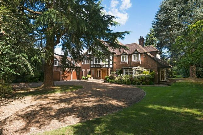 Thumbnail Detached house for sale in Burtons Way, Chalfont St. Giles