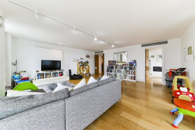 Thumbnail Flat to rent in Berkeley Tower, Westferry Circus, London