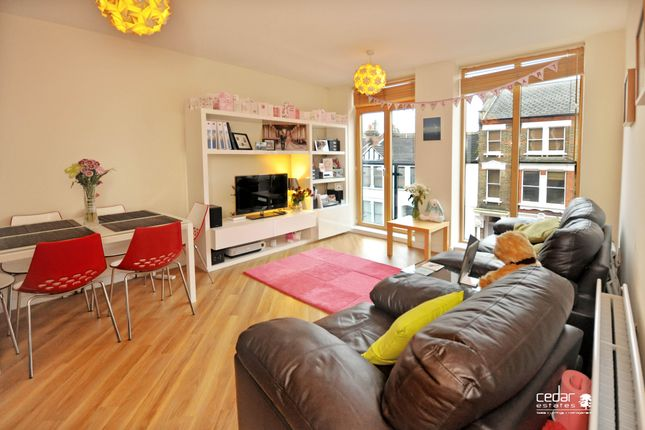Thumbnail Flat to rent in Glengall Road, Kilburn
