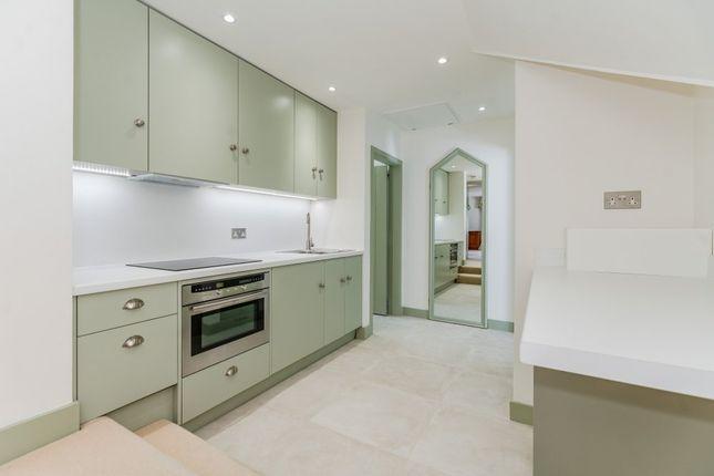 Thumbnail Flat to rent in Hedgerley Lane, Gerrards Cross, Buckinghamshire