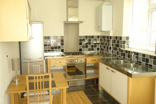 1 bed flat to rent in Hart Hill Drive, Luton