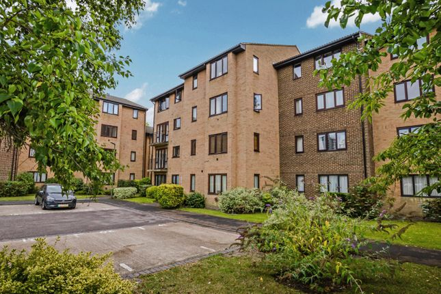 Thumbnail Flat to rent in Montgomery Road, Woking, Surrey