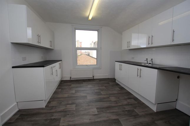 Thumbnail Flat to rent in Beach Road, Clacton-On-Sea