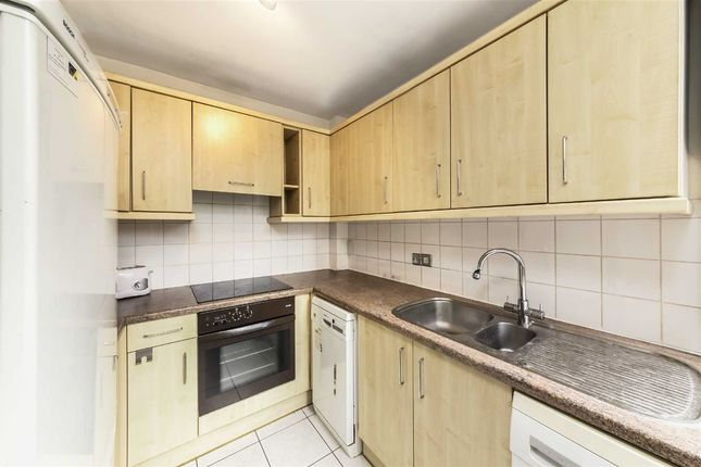 2 bed flat to rent in Abbey Road, London