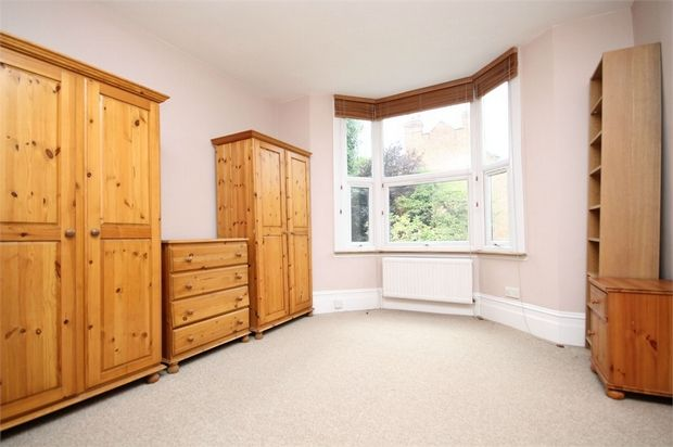 Studio to rent in Walm Lane, Willesden Green, London
